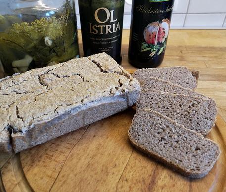 Smaczny i wilgotny chleb z kaszy gryczanej bez drożdży bezglutenowy