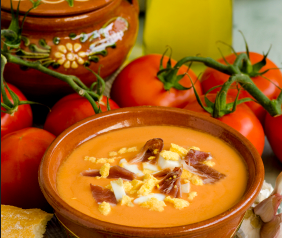 Salmorejo - hiszpański chłodnik z pomidorów z jajkiem i szynką serano